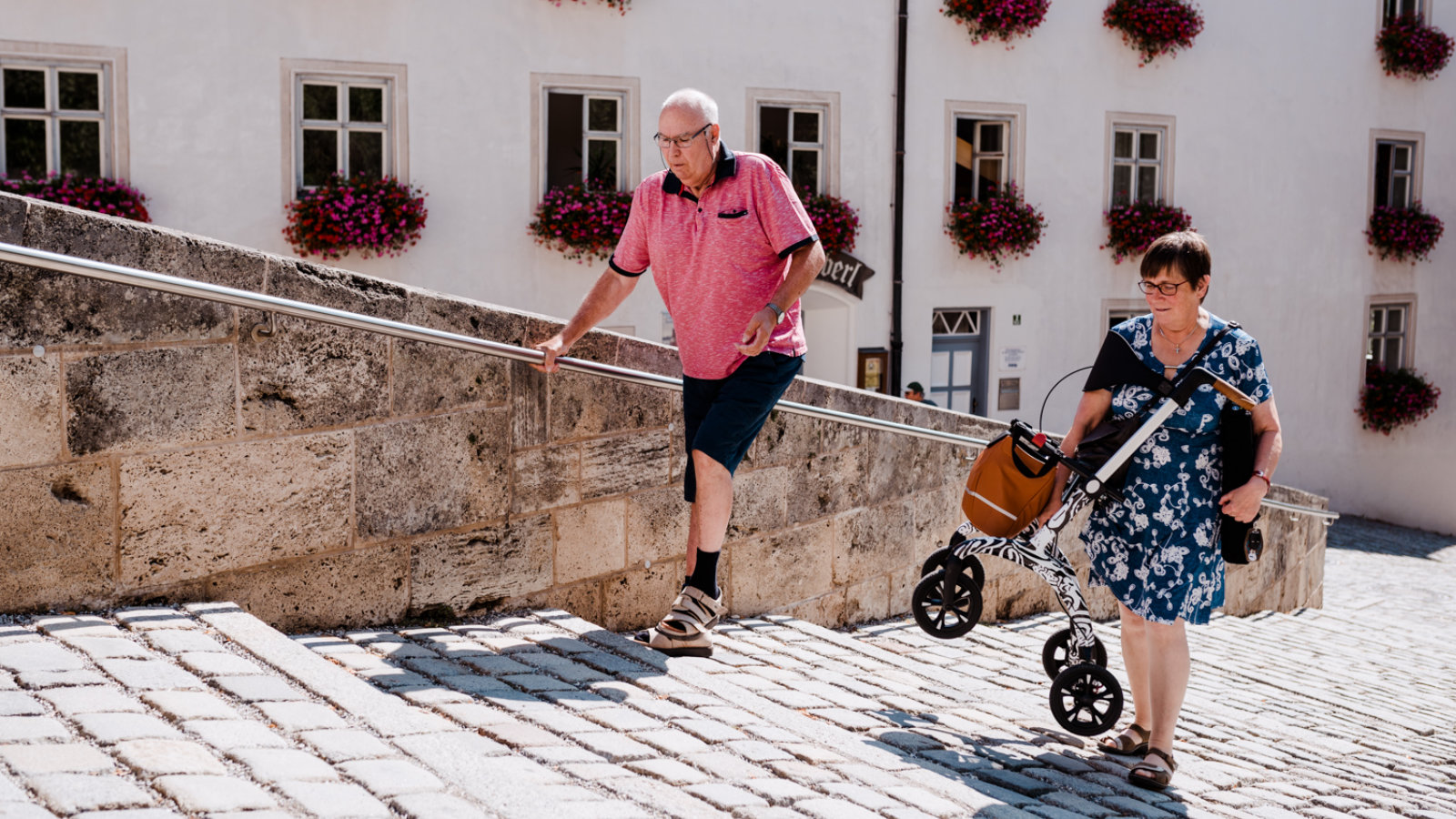 Carbon Rollator Test - carry the rollator