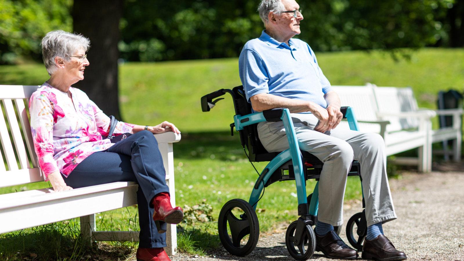 Parkinson Rollator Rollz Motion Rhythm: Verwandelbar in einen Rollstuhl