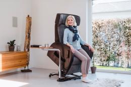 Club2 Riser Chair Gray - sit down
