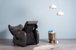 Club3 Riser Chair Gray - front view heart-balance-position