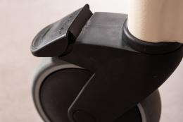 Page Wohnraum-Rollator Elfenbein  - Detail Fußbremse