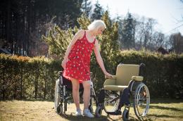 Extra Rollstuhlkissen - Vergleich zu Rollstuhl ohne Polster
